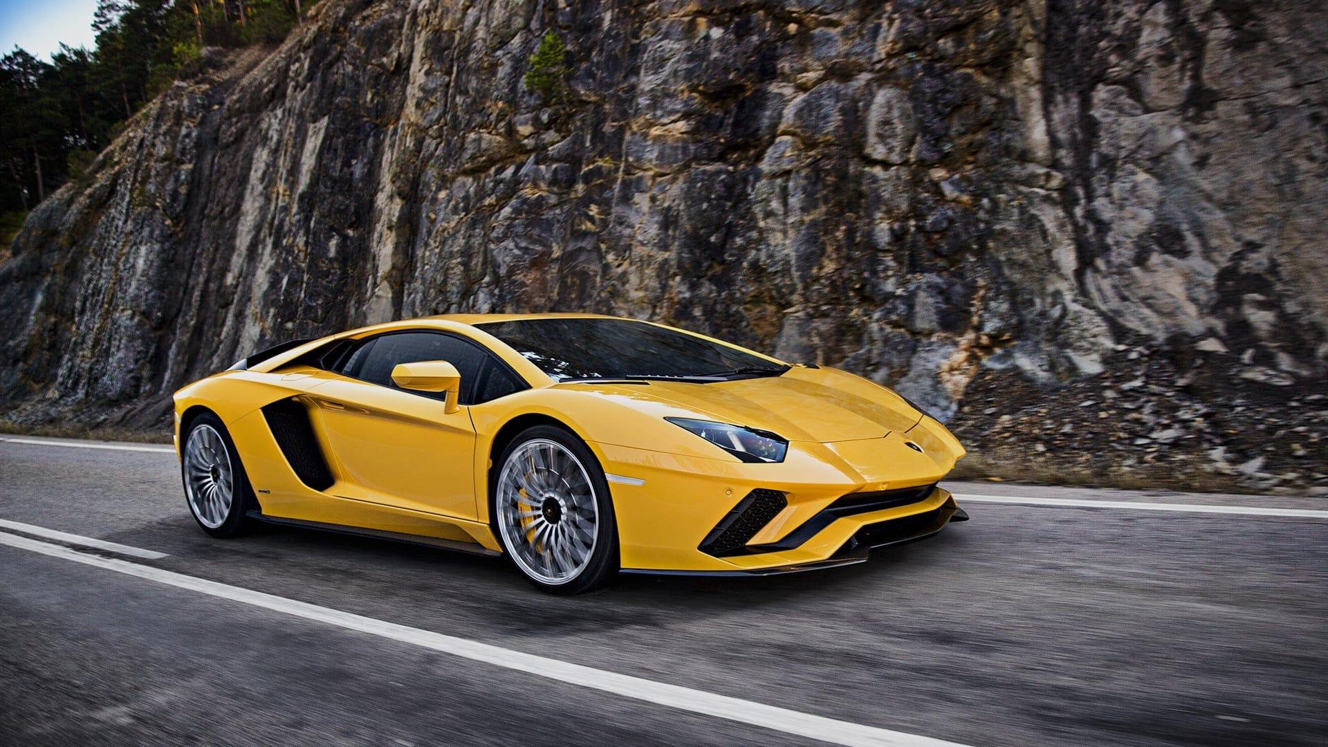 Lamborghini Aventador S : maintenant la voiture la plus chère avec Android Auto