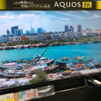 Nous avons vu une TV 8K en vente dans un magasin à Tokyo