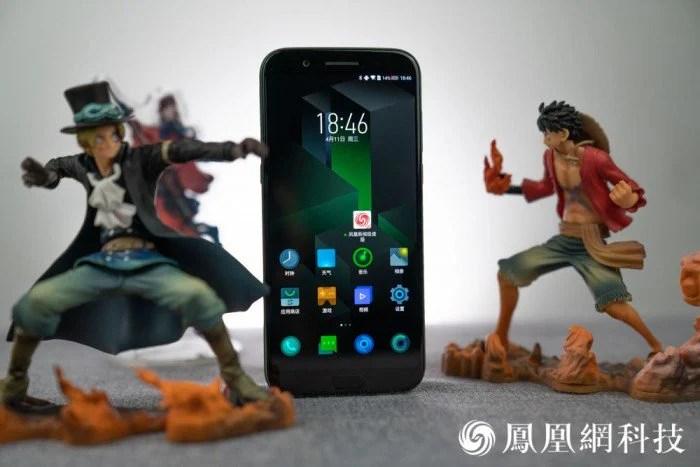 Xiaomi Black Shark : des photos du smartphone gamer sous tous ses angles