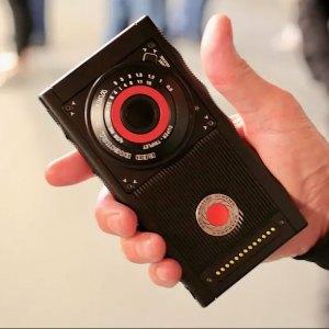 RED Hydrogen One : le smartphone à écran holographique passe entre les mains de la presse