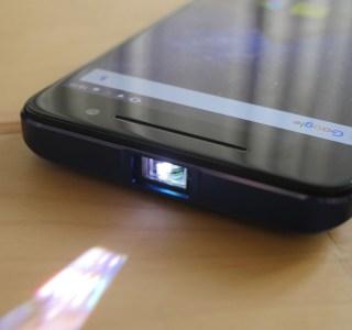 Prise en main du Logicom Volt-R, le smartphone équipé d'un picoprojecteur