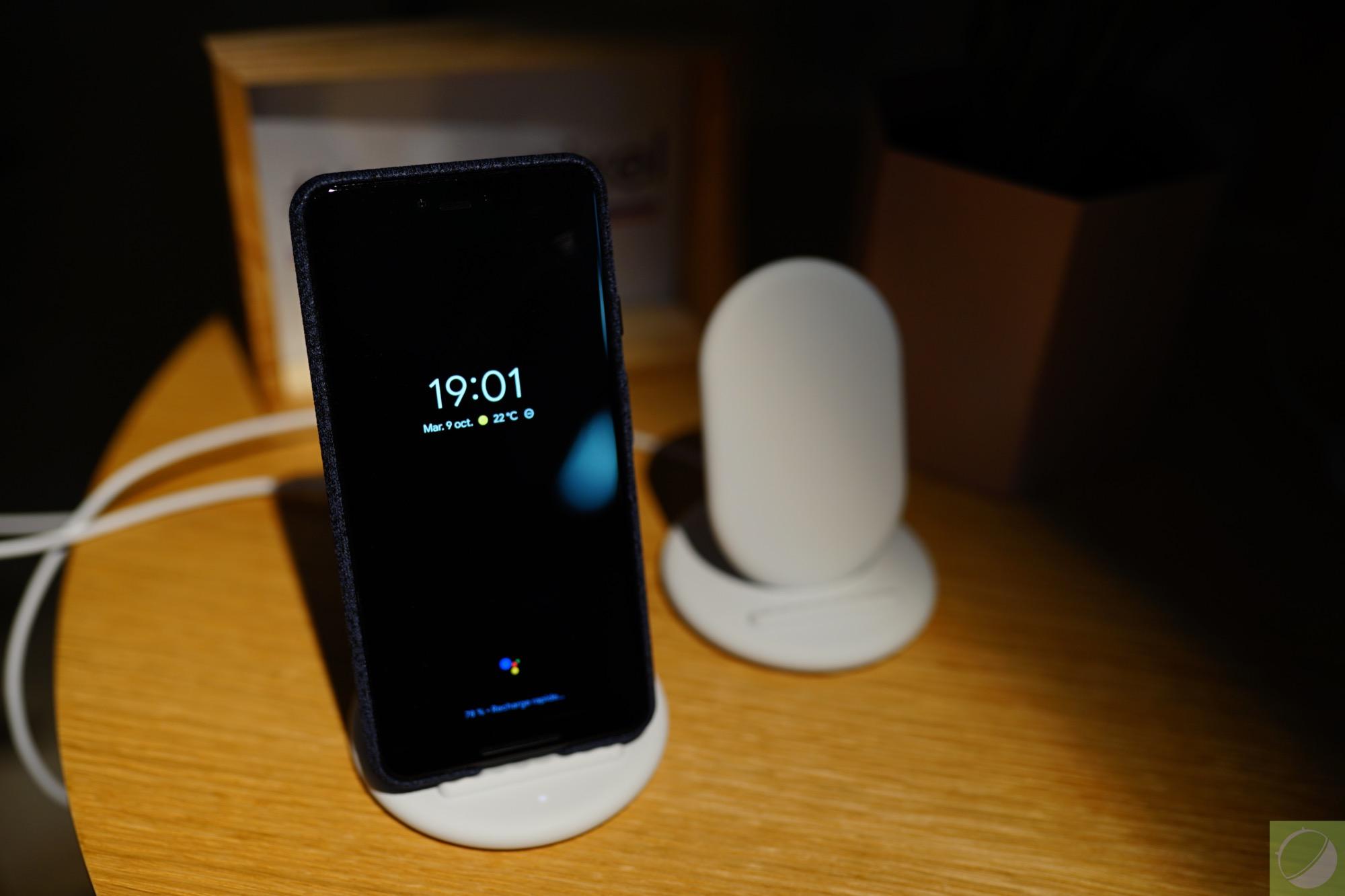Aperçu du Google Pixel Stand, le socle de charge sans fil intelligent des Pixel 3 et Pixel 3 XL