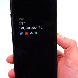 Avec Android Pie, Samsung met un peu de couleur sur son Always-On Display