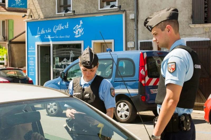 Les contrôles de police bientôt supprimés de Waze, des films gratuits sur YouTube et une drôle d'idée de Samsung – Tech'spresso