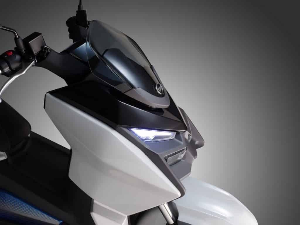 Avec son design classique, ce puissant scooter électrique urbain n'en a pas l'air d'un