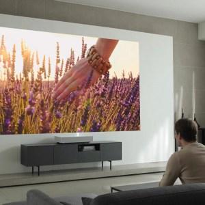 LG présente un vidéoprojecteur ultra courte portée capable d'afficher une image de 120 pouces en 4K