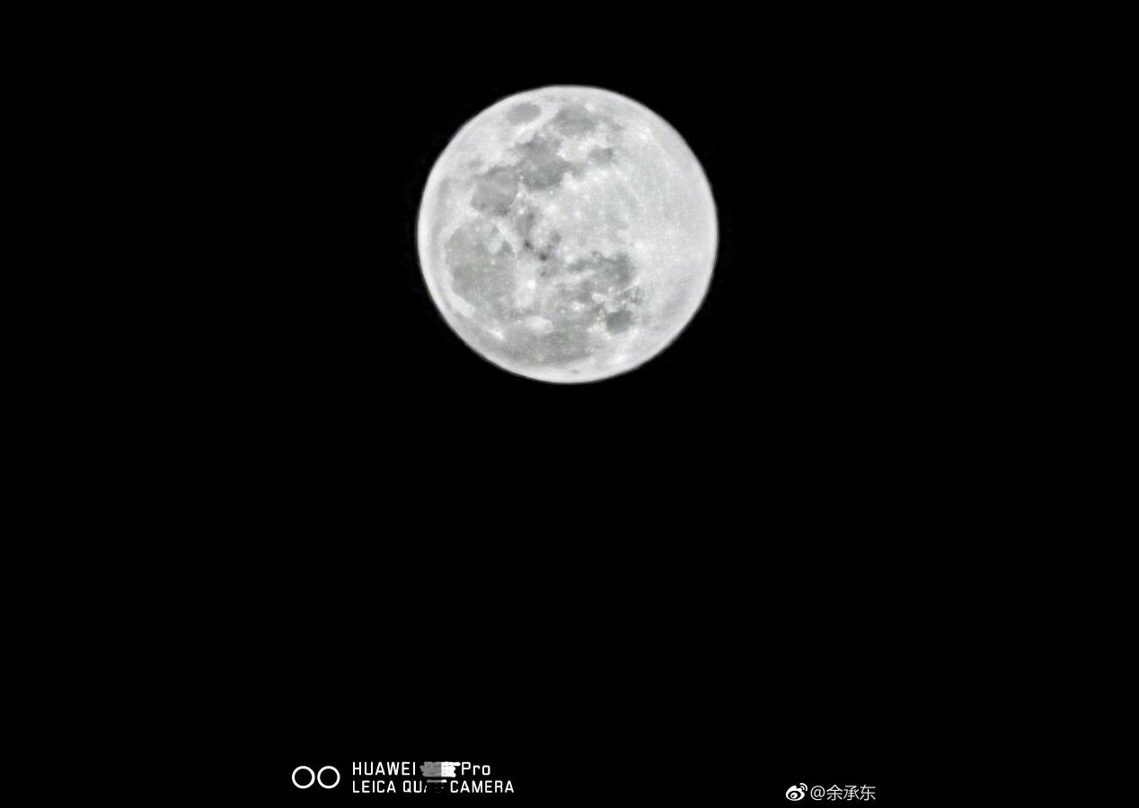 Huawei P30 Pro : une photo de la Lune permet de montrer son zoom x10