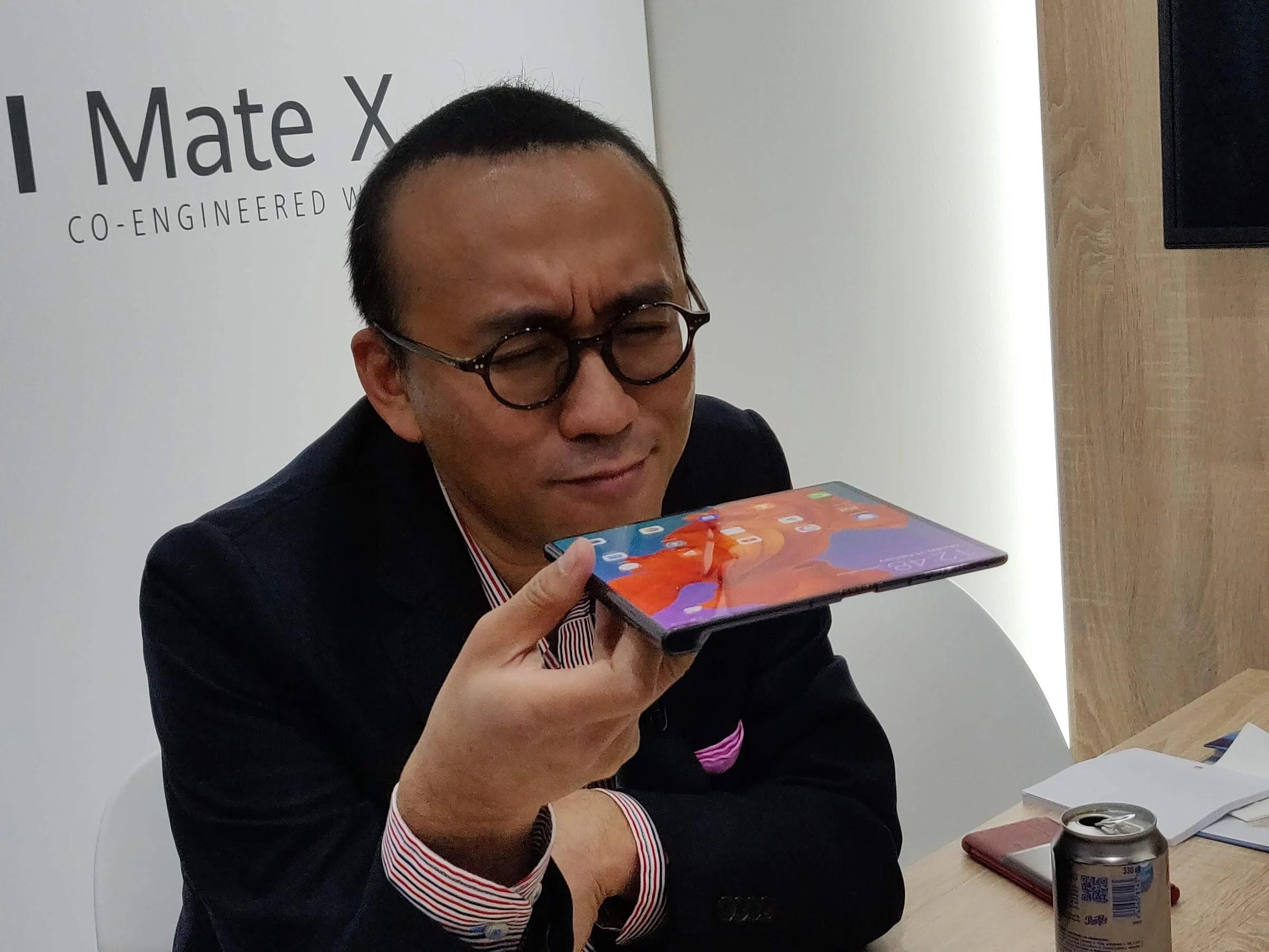 Huawei Mate X : un smartphone qui ne s'utilise pas au lit – MWC 2019