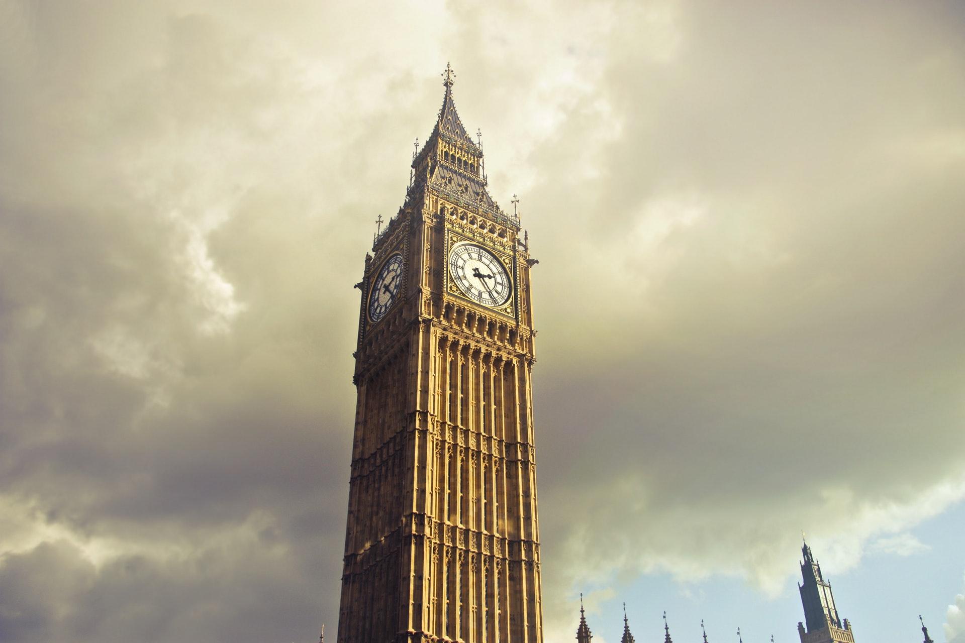 Bonne nouvelle pour Huawei, coup dur pour les USA : le Royaume-Uni ne veut pas bannir la firme