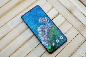 Le Xiaomi Mi 9 est officialisé en France pour moins de la moitié du prix d'un iPhone XS