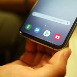 Galaxy S10 : une faille de sécurité sur le lecteur d'empreintes attire l'attention de Samsung