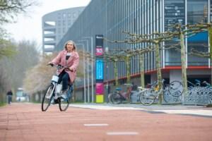 Avec ce vélo électrique anti-chute, vous ne tomberez (presque) plus jamais au sol