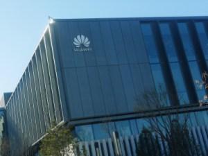 Huawei réfléchit à licencier des centaines d'employés américains