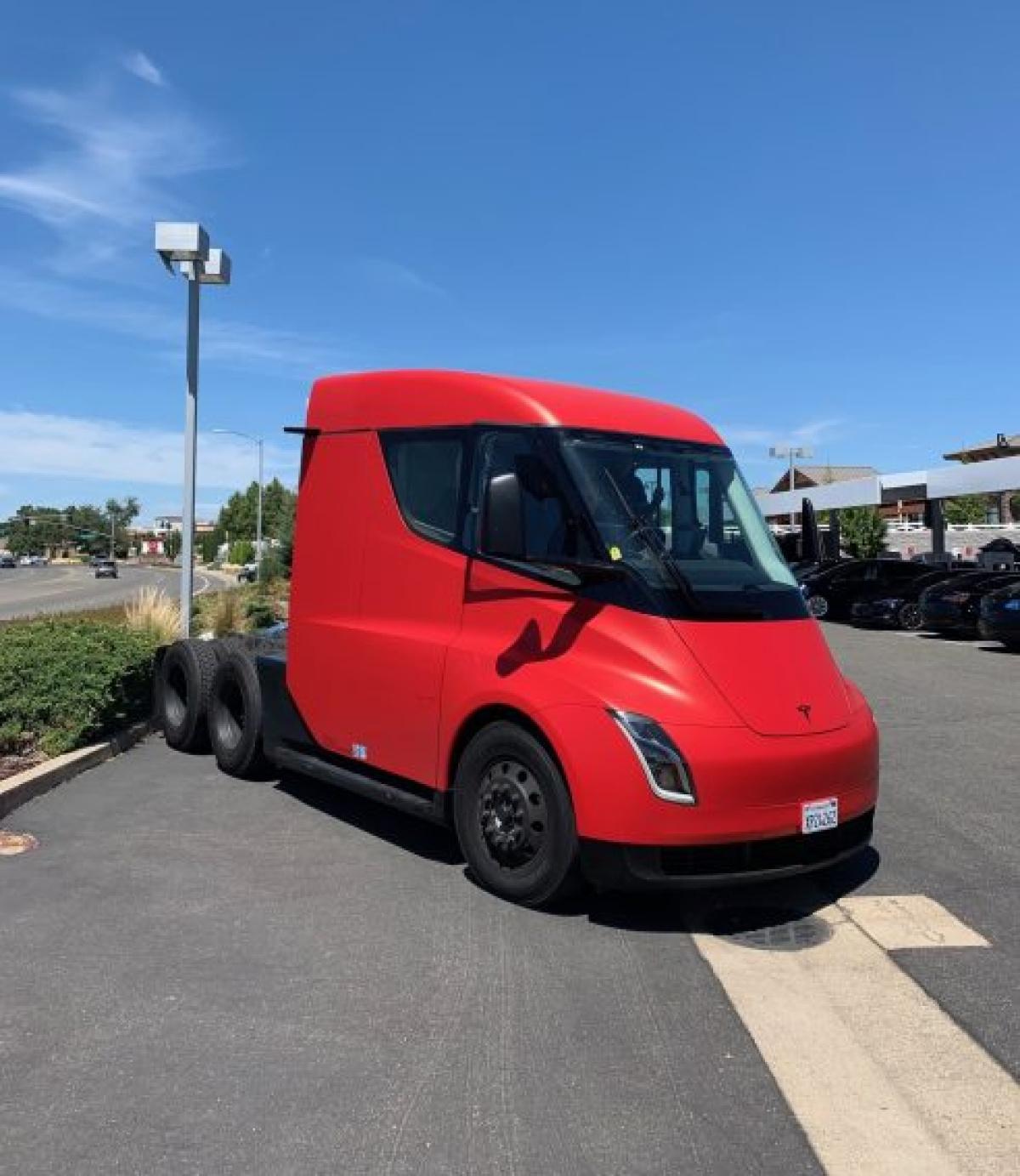Tesla Semi : un prototype sauvage se fait photographier sous toutes ses coutures