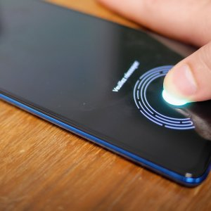 Le lecteur d'empreinte sous l'écran arrivera bientôt sur des smartphones pas chers