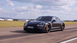 Découvrez l'intérieur de la splendide Porsche Taycan, première voiture à intégrer Apple Music