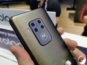 Prise en main du Motorola One Zoom : un écran brillant et un beau module photo – IFA 2019