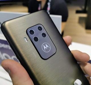 Prise en main du Motorola One Zoom : un écran brillant et un beau module photo – IFA 2019