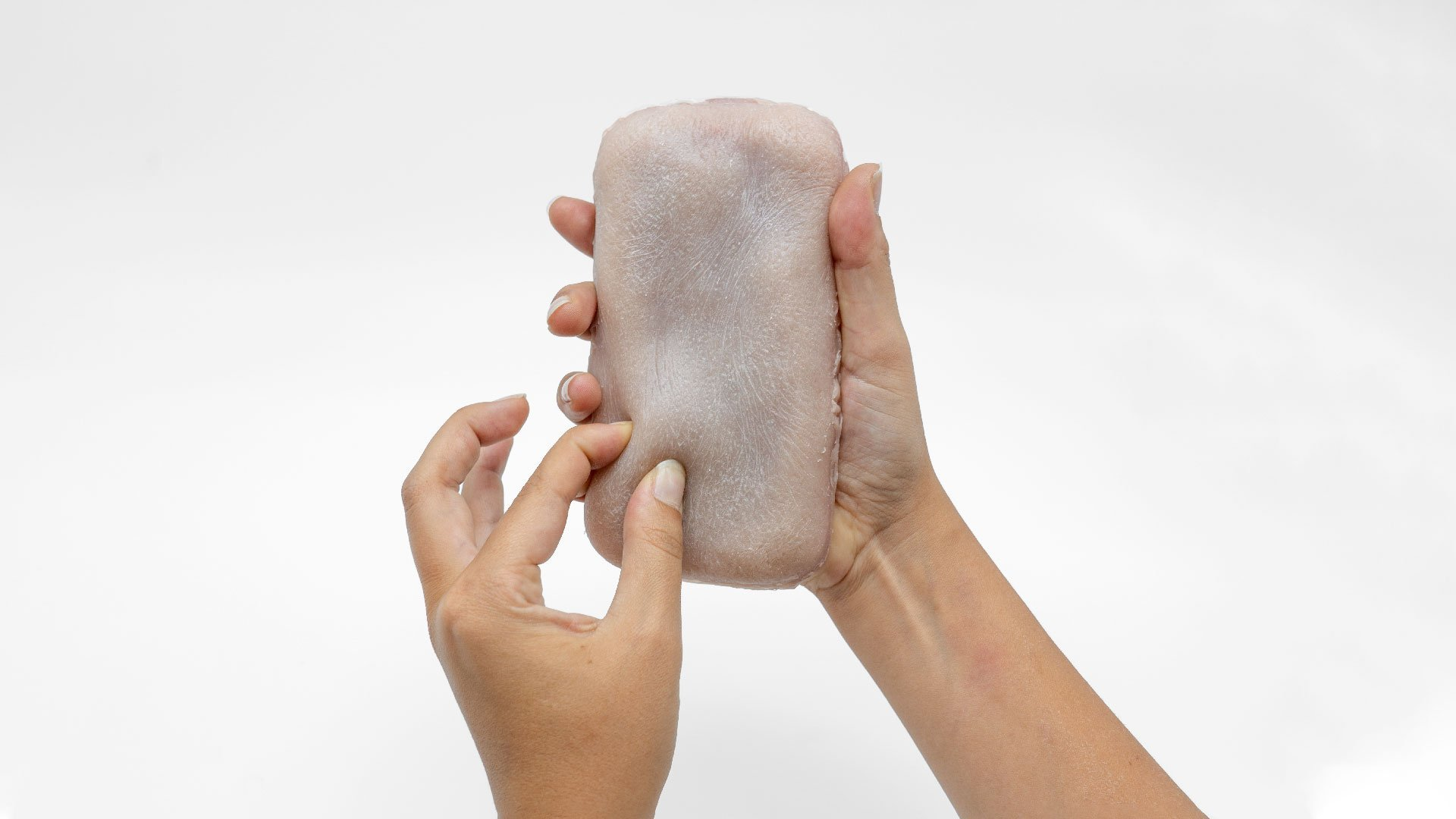 Pincer une fausse peau humaine pour utiliser notre smartphone: un projet intrigant et bizarre