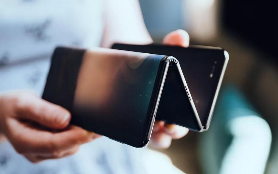 TCL prépare un smartphone qui se plie en trois : les premières photos