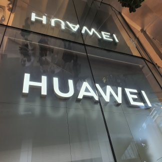 huawei logo - Nice price for the Huawei P30 in pack with a connected bracelet - Frandroid