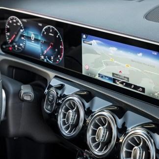 Nous avons testé le système Mercedes-Benz MBUX: une révolution du poste de conduite?