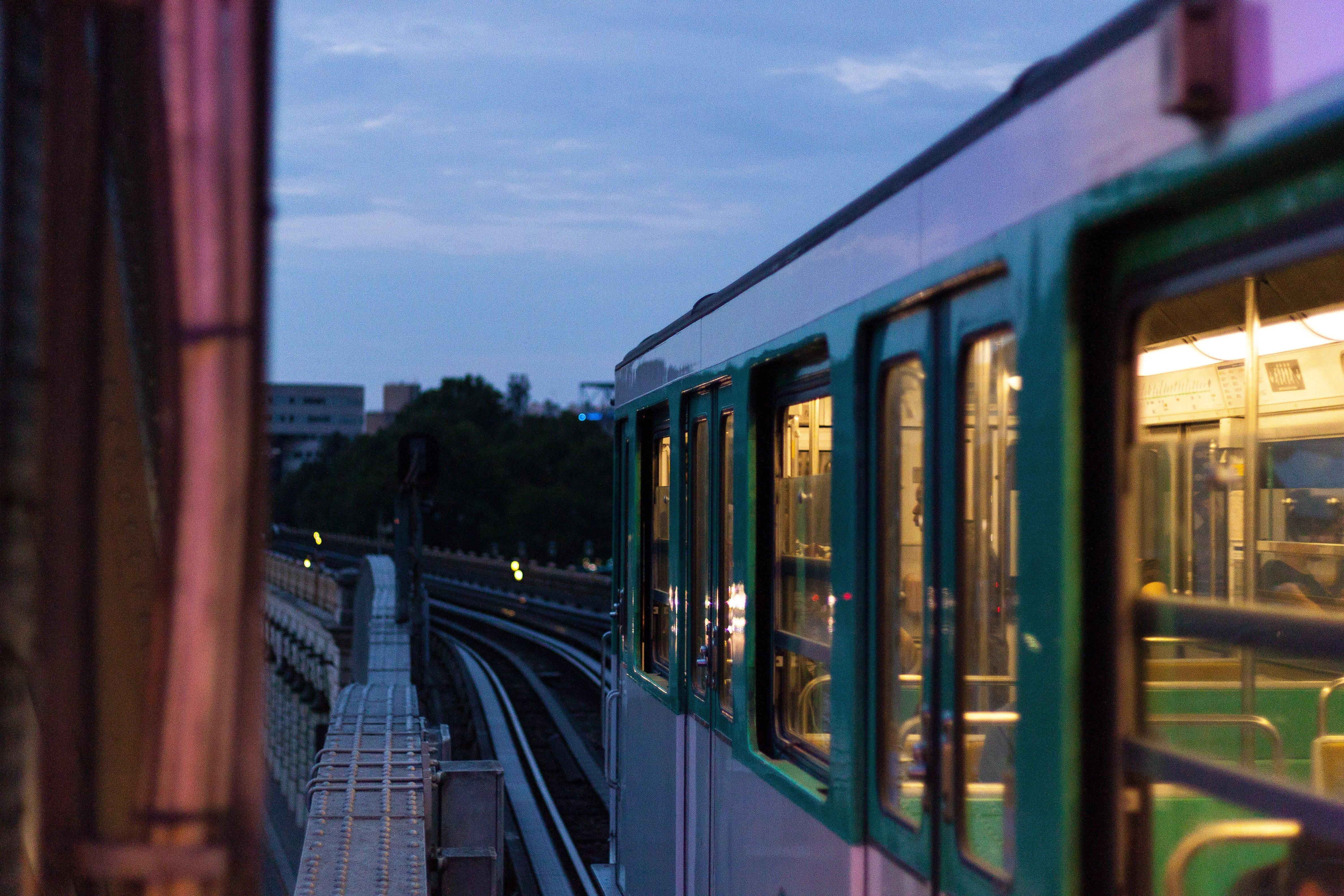 Métro, RER, bus et co-voiturage : pendant les grèves, nous avons testé des apps pour se déplacer