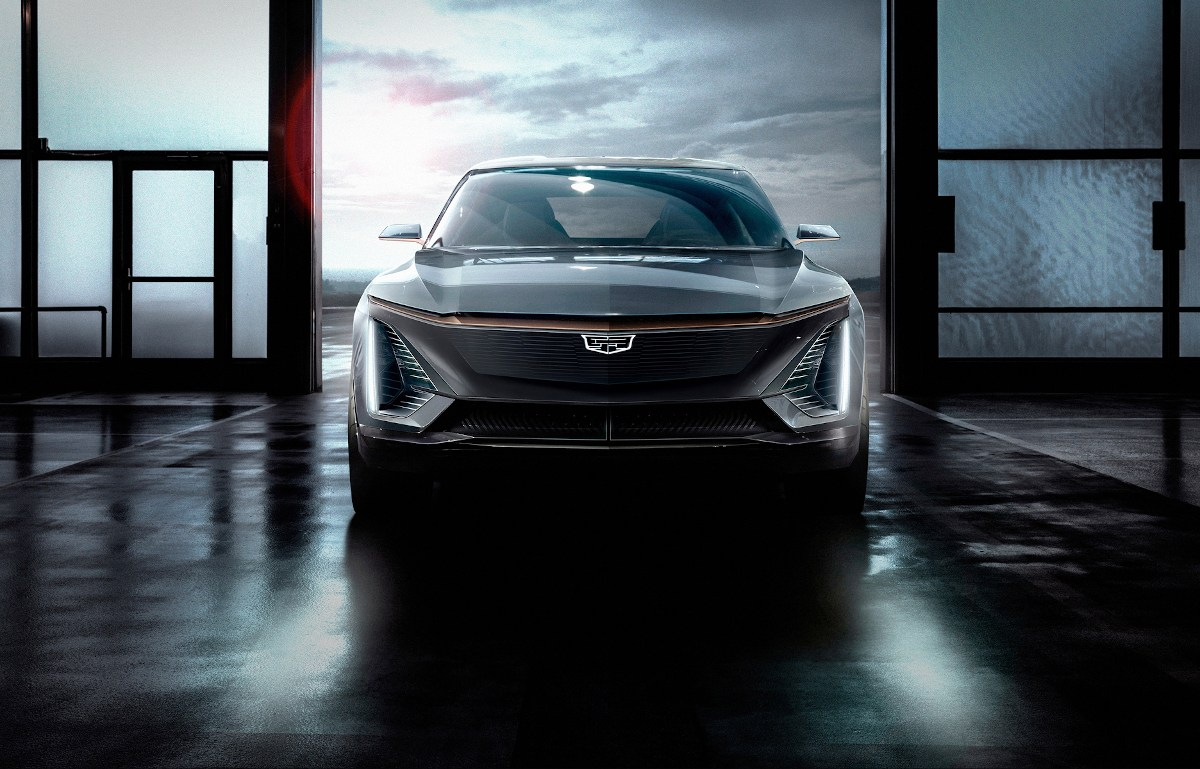 Cadillac : la présentation de son premier SUV 100% électrique approche !