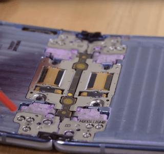 Samsung Galaxy Z Flip : iFixit souligne les limites de la charnière