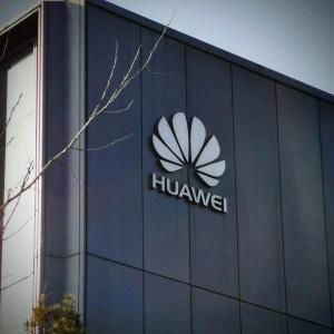5G en France: Huawei pas totalement écarté de la course (mais un peu quand même)