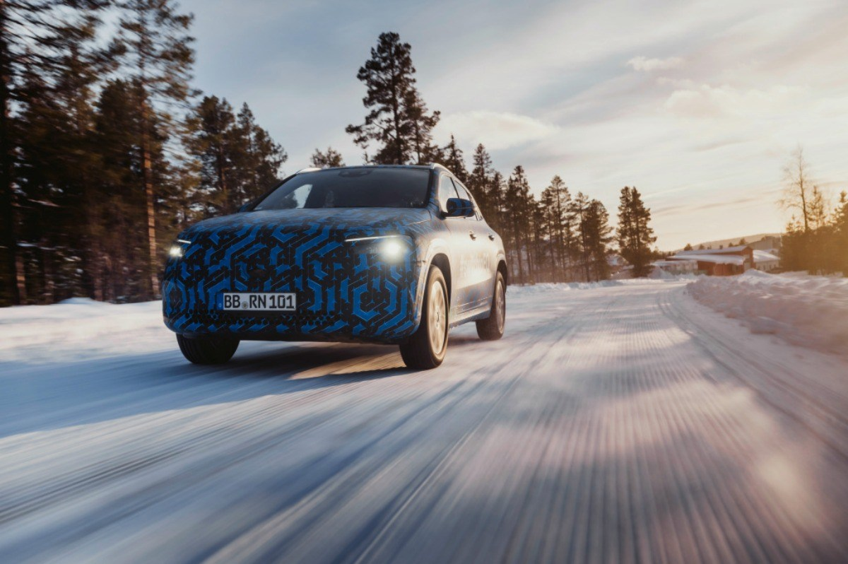 Mercedes EQA : son nouveau SUV électrique se dévoile un peu plus avant Genève
