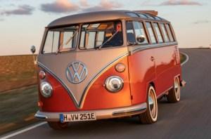 e-Bulli: Volkswagen électrifie son van Combi des 60', mais conserve son côté vintage