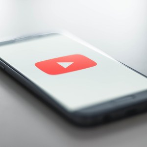 YouTube se peaufine sur Android, Xiaomi revoit MIUI 12 et lancement du Mi 4K Laser – Tech'spresso