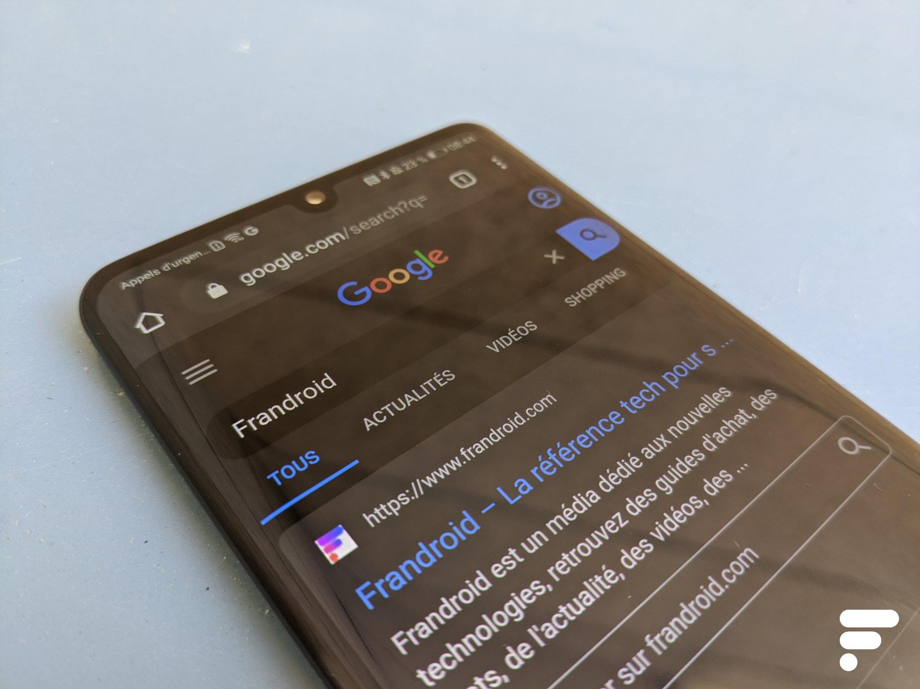 Google teste un mode sombre pour les recherches avec Chrome : comment l'activer