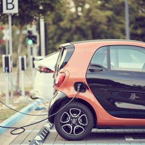 Bornes de voitures électriques : un déploiement presque à l'arrêt en France à cause du Covid-19