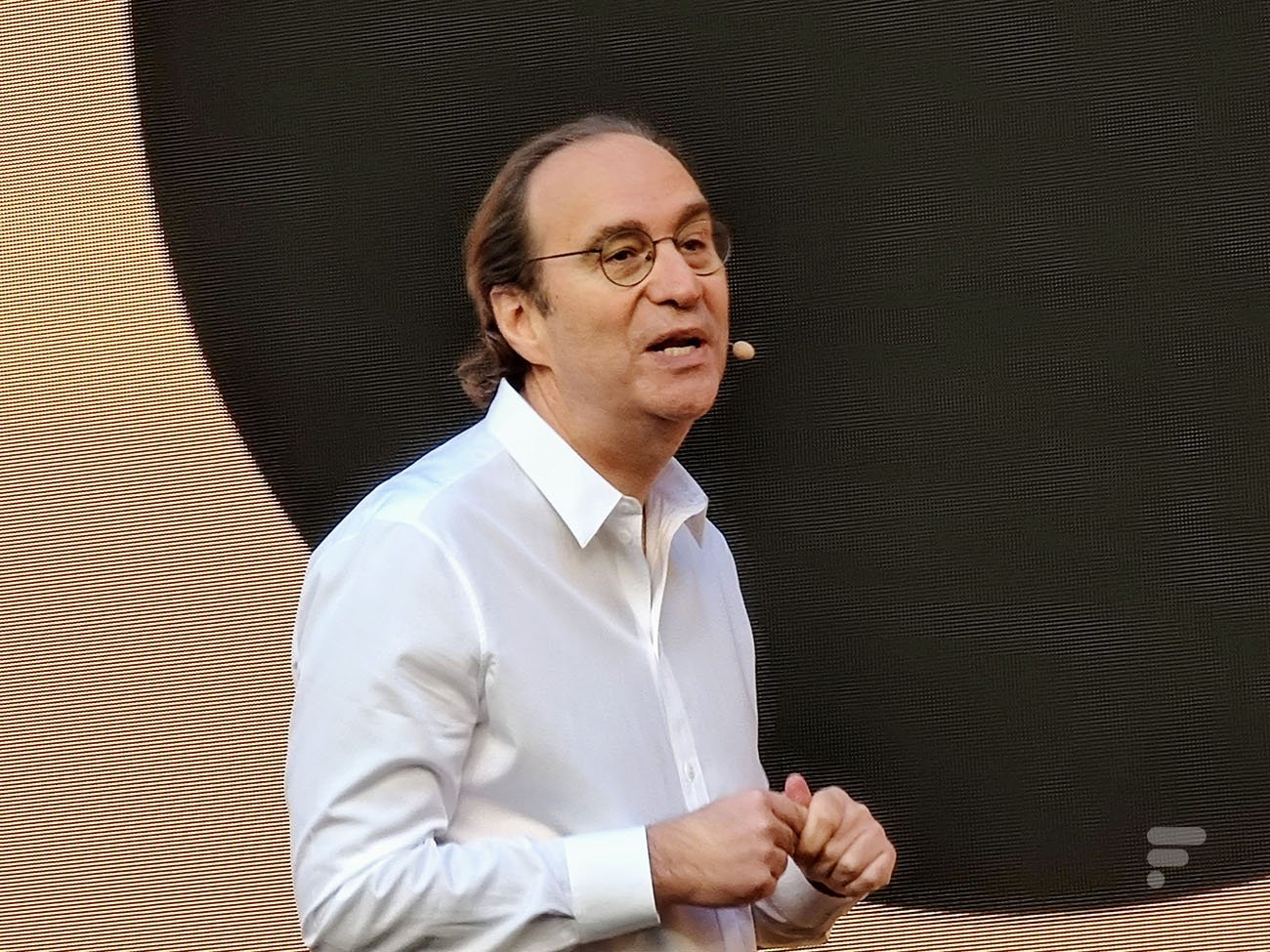 Xavier Niel défend la 5G et balaie les risques écologiques et sanitaires