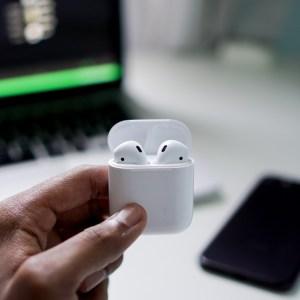 Apple travaillerait sur des AirPods à détection de mouvements cutanés
