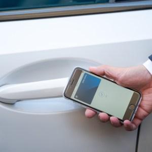 Zoom sur la clé numérique permettant de déverrouiller une voiture avec un smartphone