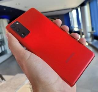 Prise en main du Samsung Galaxy S20 FE: mettez de la couleur dans vos mains