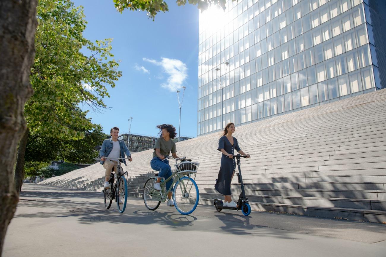 Swapfiets lance ses vélos et trottinettes électriques sur abonnement pour conquérir Paris