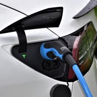 Éco-conduite et voiture électrique: comment minimiser sa consommation?