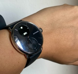 Withings ScanWatch : la montre qui surveille votre coeur et votre apnée du sommeil est enfin disponible