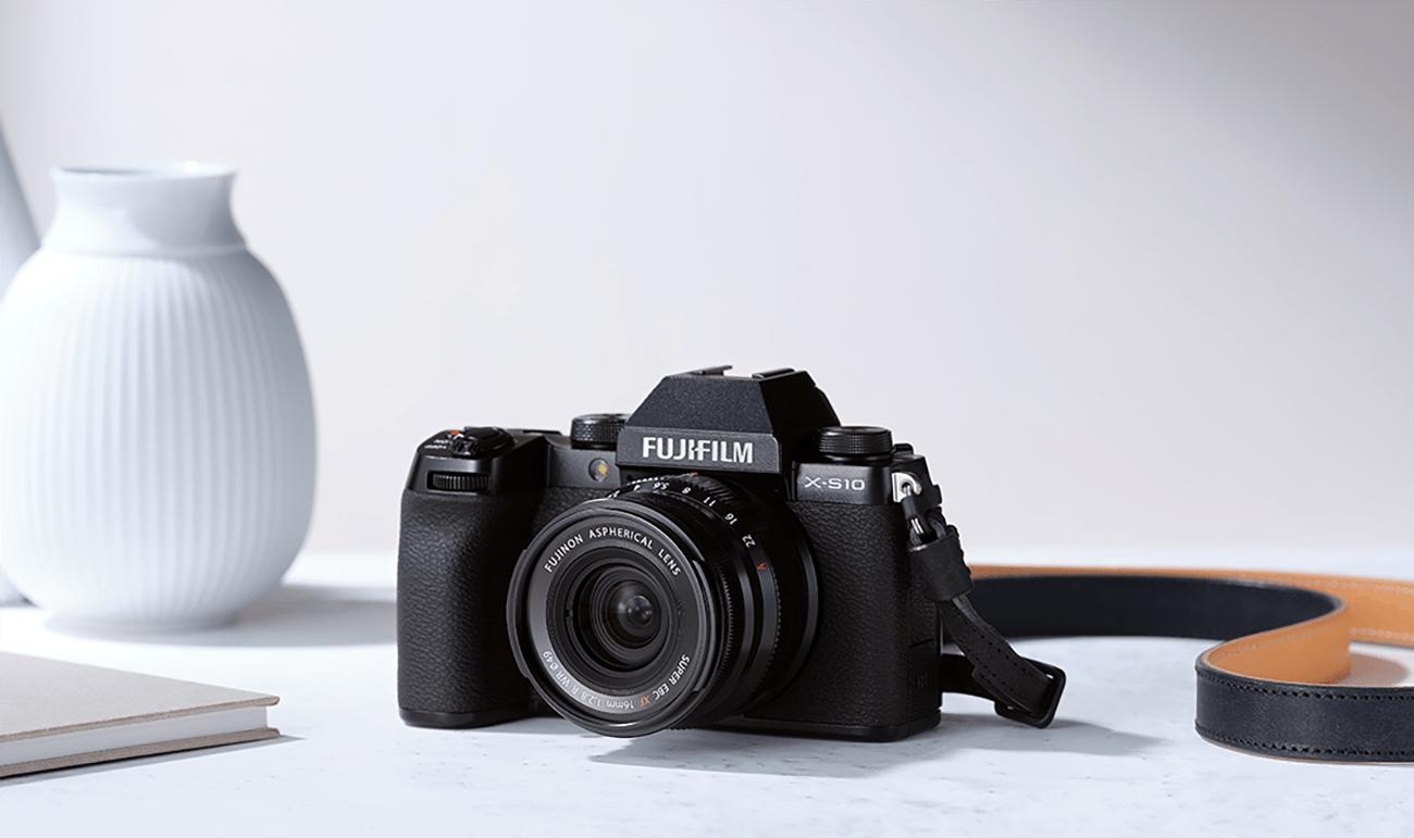 Fujifilm X-S10 : un appareil photo hybride hyper compact pour les vidéastes