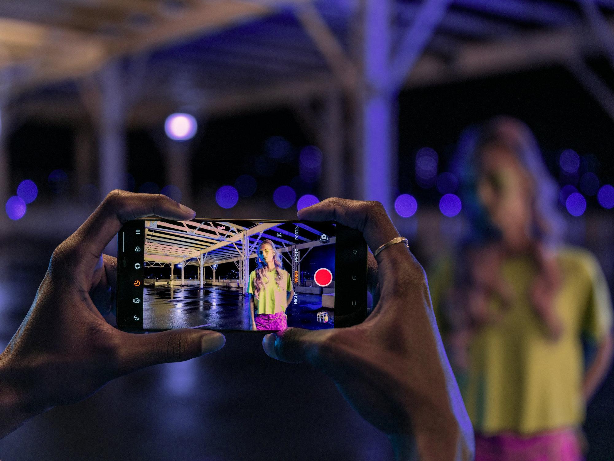 Soldes RED : 200 euros de réduction sur de nombreux smartphones dont l'OPPO Reno4 Pro et le Mi 10 Lite