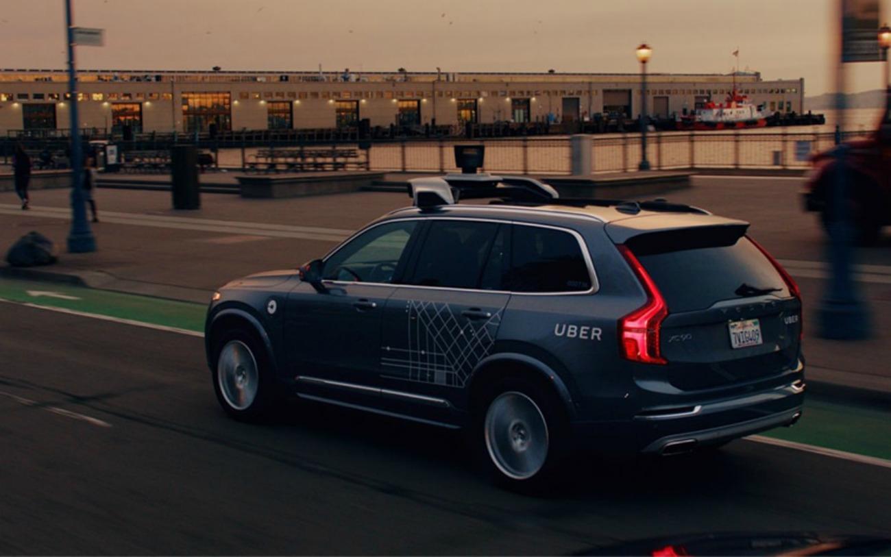 Voiture autonome: Uber quitte officiellement le navire et vend son activité