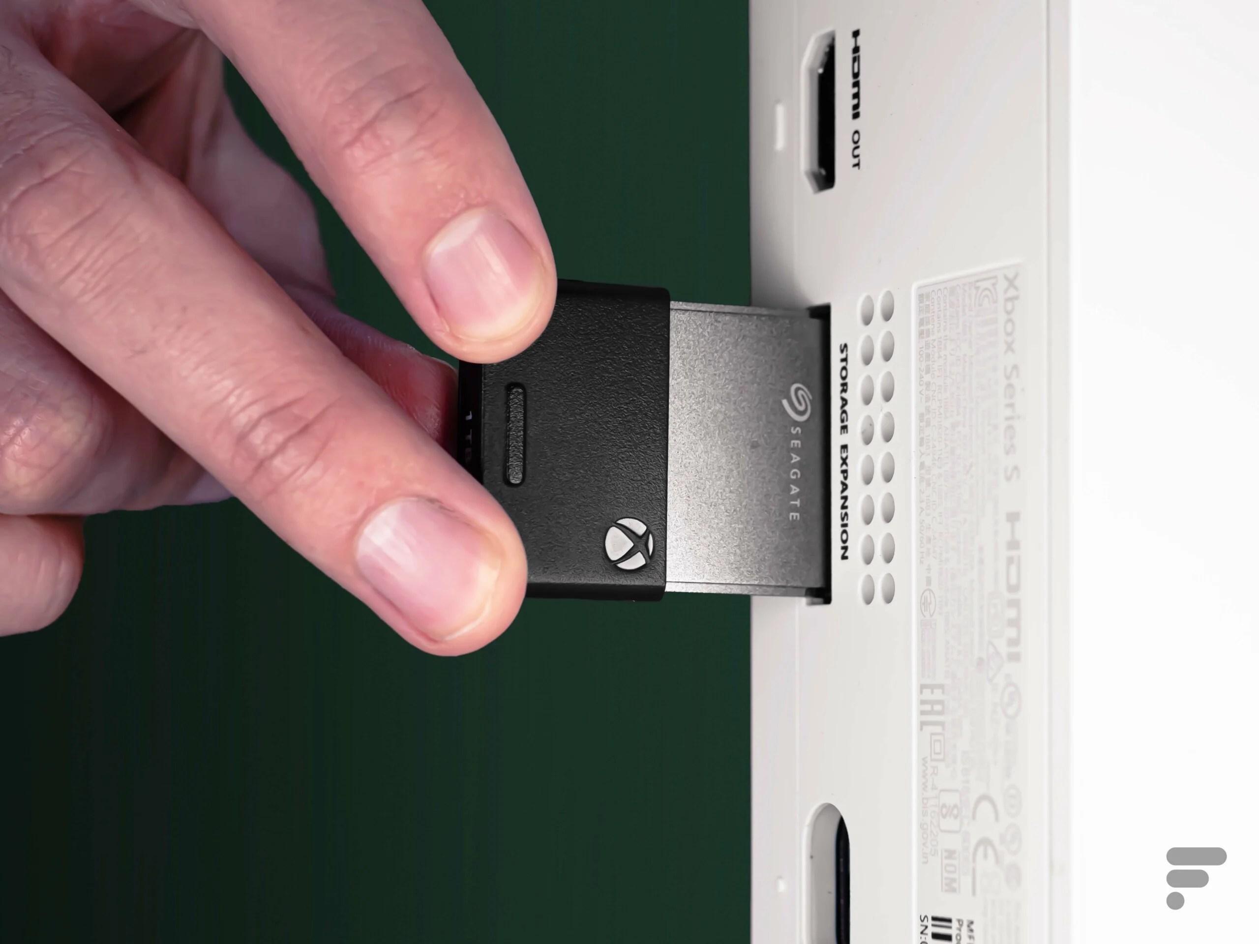 Xbox Series X | S : Microsoft préparerait une carte d'extension 512 Go