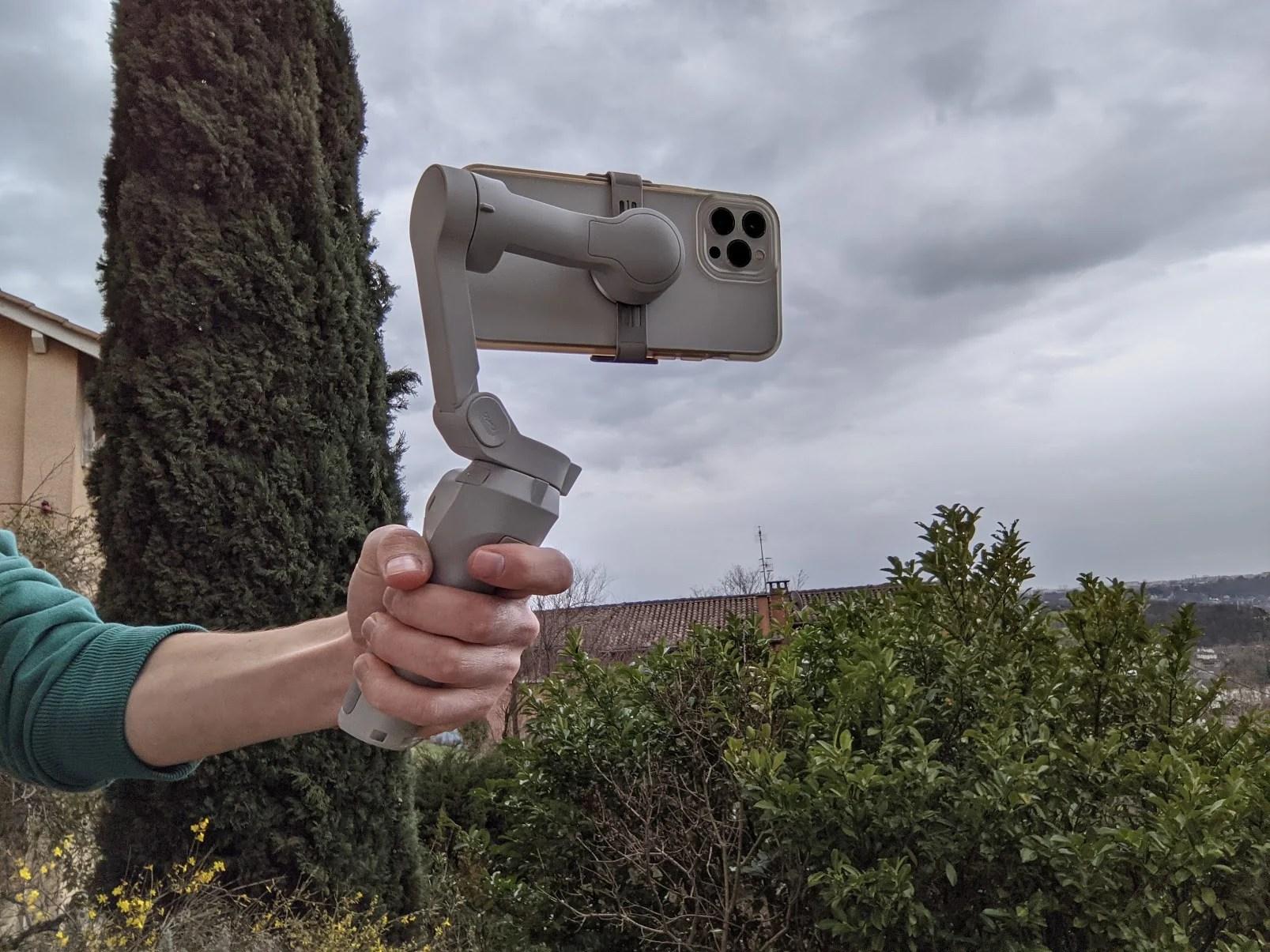 Test du DJI OM 4 : le stabilisateur pour smartphone qui veut se faire oublier