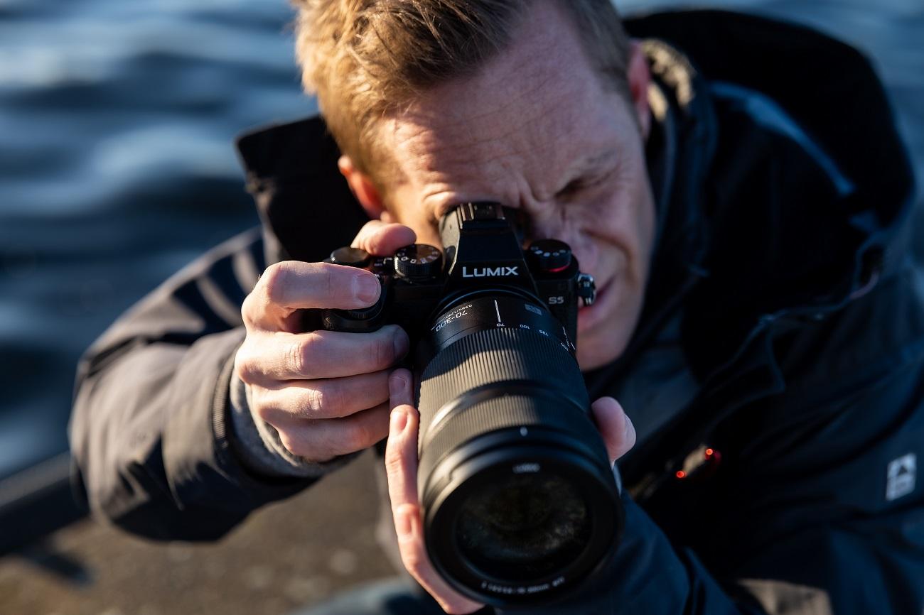 Panasonic dévoile un nouveau zoom longue focale pour ses boîtiers full frame
