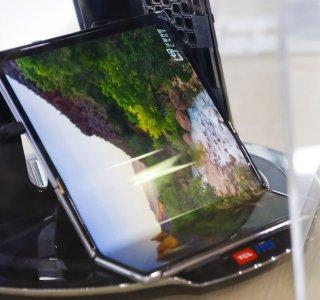 TCL : un concept de tablette pliante avec deux charnières, un clavier et une béquille se montre en vidéo