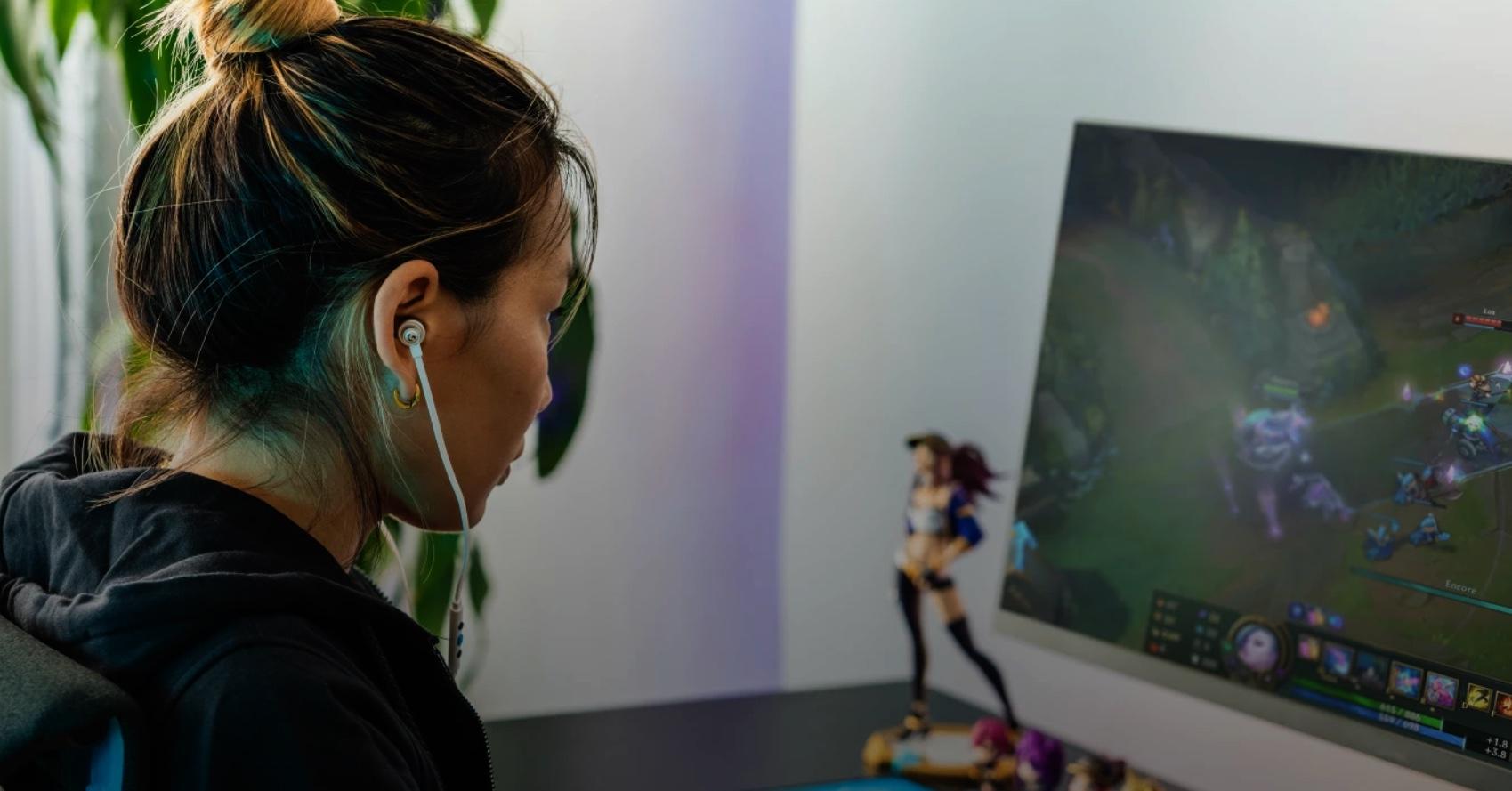 Logitech lance des écouteurs gaming à l'ancienne, avec câble et prise Jack